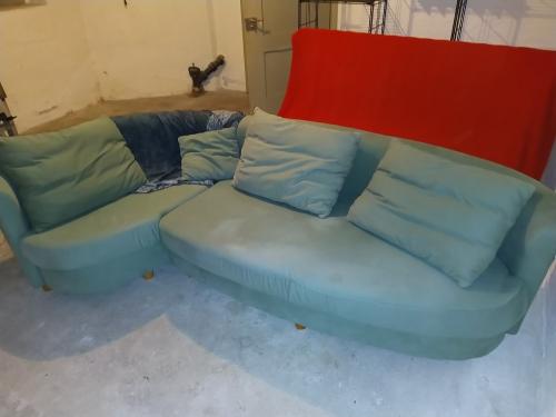 Gratis Sofa und Bettsofa abzugeben